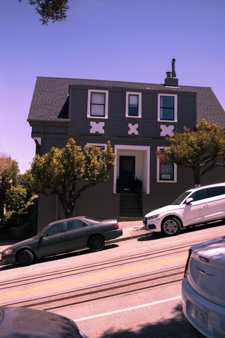 Haus in einer steilen Straße in San Francisco