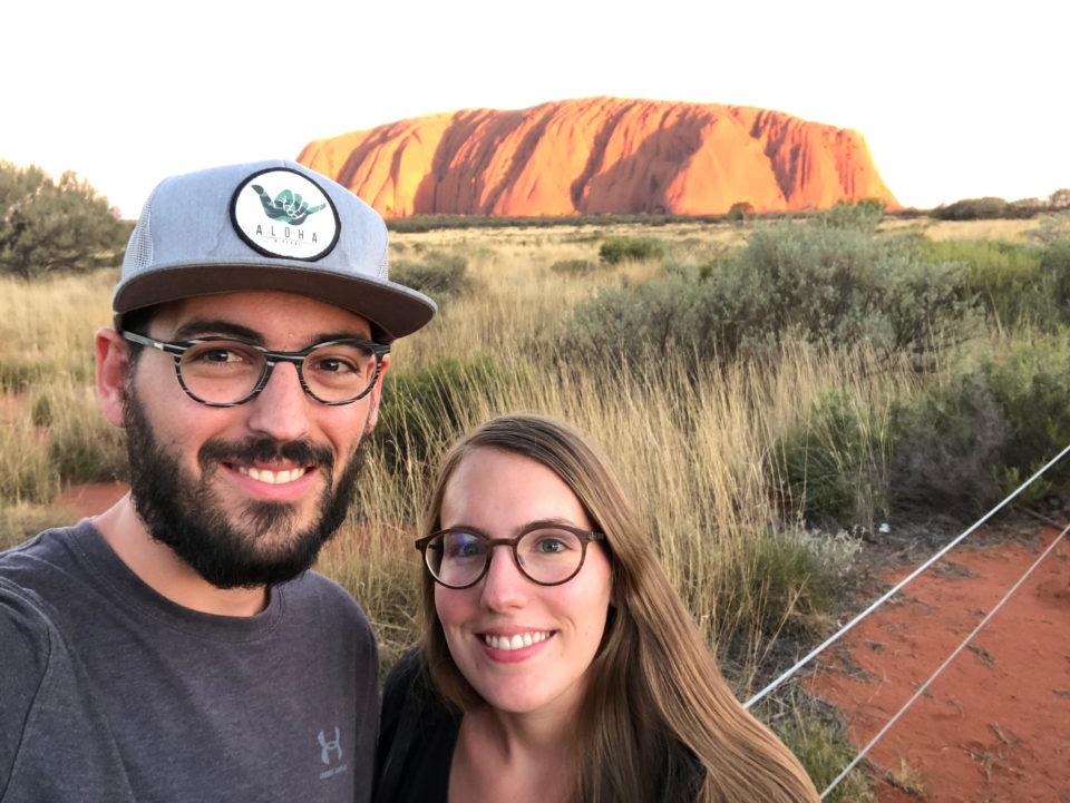 Thomas und Lisa vor dem Uluru